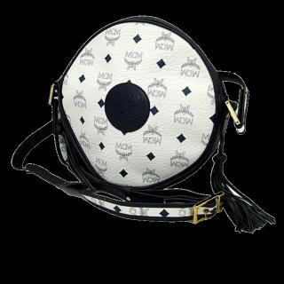 このコーデで使われているMCMのショルダーバッグ[ホワイト/ブラック]