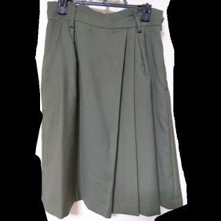このコーデで使われているFabulous Angelaのひざ丈スカート[カーキ]