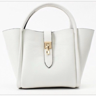 PLAIN CLOTHINGのハンドバッグ