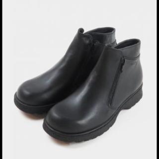 このコーデで使われているNAOTのブーツ[ブラック]