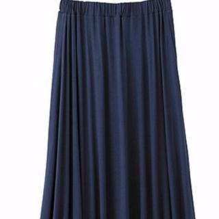 このコーデで使われているGUのマキシ丈スカート[ネイビー]