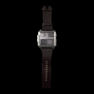 このコーデで使われているDIESELの腕時計[ブラウン]