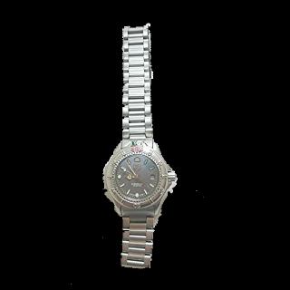 このコーデで使われているTAG Heuerの腕時計[シルバー]