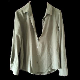 このコーデで使われているUNIQLOのシャツ/ブラウス[カーキ]