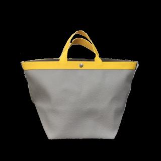 このコーデで使われているHerve Chapelierのトートバッグ[イエロー/グレー/ベージュ]