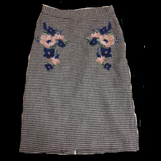 BEAMSのミモレ丈スカート