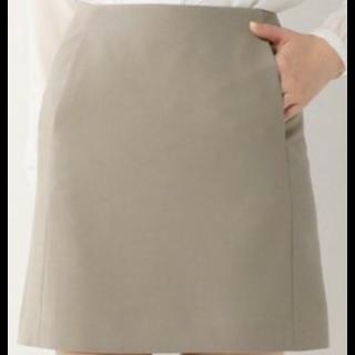 このコーデで使われているJewel Changesのミニスカート[カーキ]