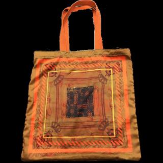 このコーデで使われているCasseliniのトートバッグ[オレンジ]