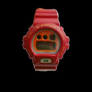 このコーデで使われているG-SHOCKの腕時計[レッド]