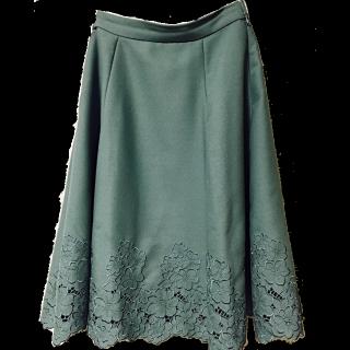 このコーデで使われているL'EST ROSEのひざ丈スカート[グリーン]