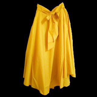 このコーデで使われているDiscoatのミモレ丈スカート[イエロー]