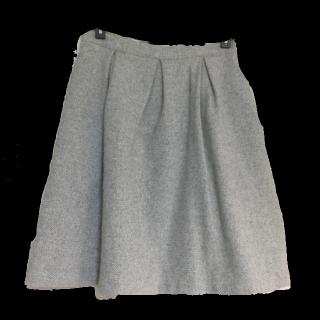 不明のひざ丈スカート