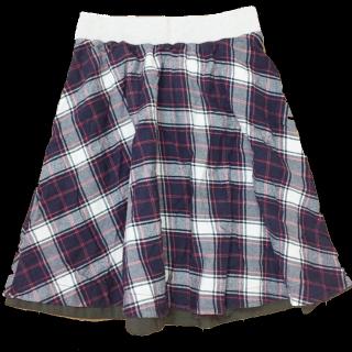 このコーデで使われているしまむらのひざ丈スカート[ネイビー/ホワイト/レッド]