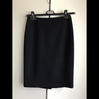 このコーデで使われているMAX MARAのひざ丈スカート[ネイビー]