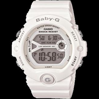このコーデで使われているG-SHOCKの腕時計[ホワイト]