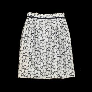 このコーデで使われているDebut de Fioreのタイトスカート[ホワイト/ネイビー]