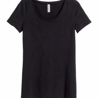 このコーデで使われているH&MのTシャツ/カットソー[ブラック]
