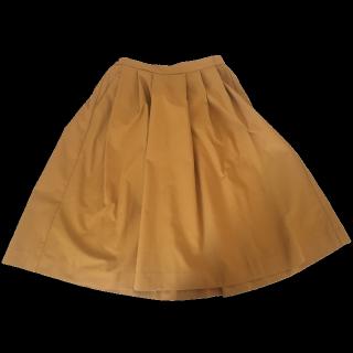 このコーデで使われているUNIQLOのひざ丈スカート[オレンジ]
