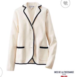 このコーデで使われているUNIQLOのジャケット[ホワイト/ネイビー]
