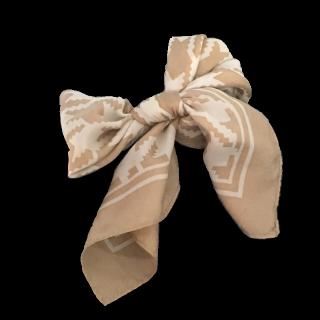 このコーデで使われているMila Owenのスカーフ[ベージュ/ホワイト]