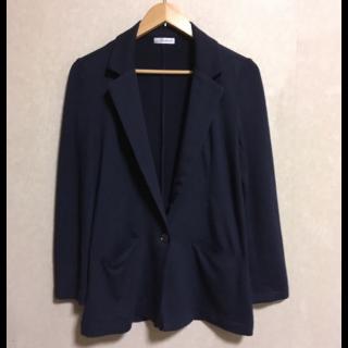 このコーデで使われているa.v.vのジャケット[ネイビー]