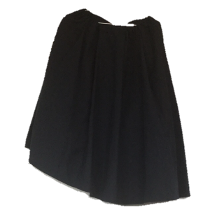 このコーデで使われているミモレ丈スカート[ネイビー]
