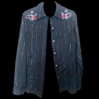 このコーデで使われているシャツ/ブラウス[ブラック/レッド]