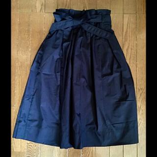 このコーデで使われているUNIQLOのスカート[ネイビー]