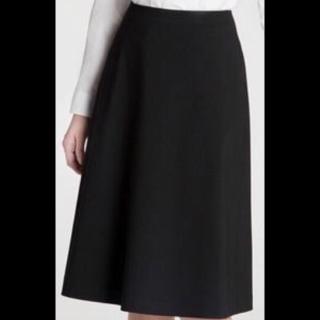 このコーデで使われているUNIQLOのミモレ丈スカート[ブラック]