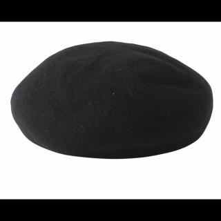 このコーデで使われているSPINSのベレー帽[ブラック]