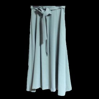 このコーデで使われているIENA SLOBEのミモレ丈スカート[グリーン]