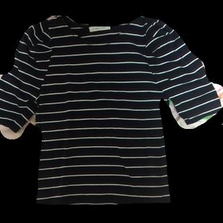 このコーデで使われているLOWRYS FARMのTシャツ/カットソー[ネイビー]