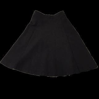 このコーデで使われているUNIQLOのひざ丈スカート[ブラック]