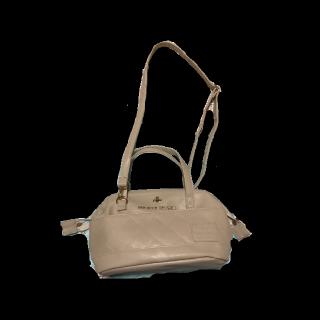 不明のショルダーバッグ