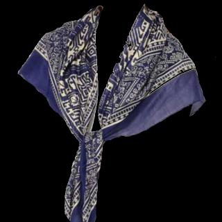 このコーデで使われているスカーフ[ネイビー/ブルー/ホワイト]