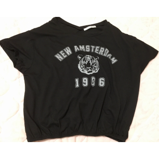 このコーデで使われているE hyphen world gallery PEACEのTシャツ/カットソー[ブラック]