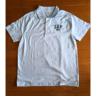 このコーデで使われているGAPのポロシャツ[ブルー]