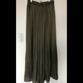 このコーデで使われているUNITED ARROWSのマキシ丈スカート[カーキ]