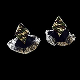 このコーデで使われている手作りのピアス/イヤリング[カーキ/ブラック]