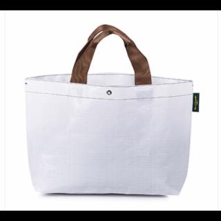 このコーデで使われているHerve Chapelierのトートバッグ[ホワイト/キャメル/ブラウン]
