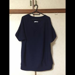 このコーデで使われているTシャツ/カットソー[ネイビー]