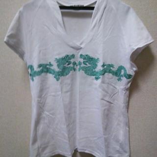 このコーデで使われているVIVIENNE TAMのTシャツ/カットソー[ホワイト/グリーン]