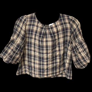 このコーデで使われているTe chichiのシャツ/ブラウス[ベージュ/ネイビー]
