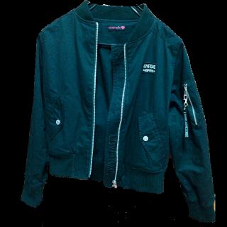 Lovetoxicのノーカラージャケット