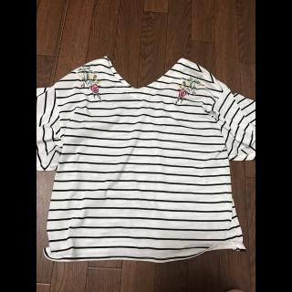 このコーデで使われているINGNIのTシャツ/カットソー[ホワイト/ブラック]