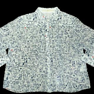 このコーデで使われているKhajuのシャツ/ブラウス[ホワイト/ネイビー/レッド]