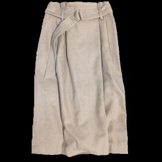 このコーデで使われているTe chichiのミモレ丈スカート[ベージュ]