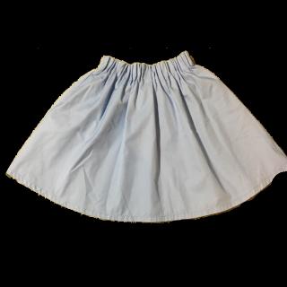 このコーデで使われているmikoa LOWRYS FARMのミニスカート[ブルー]