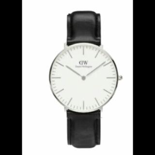このコーデで使われているDaniel Wellingtonの腕時計[ブラック/ホワイト/シルバー]