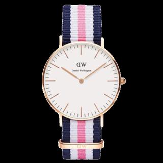 このコーデで使われているDaniel Wellingtonの腕時計[ネイビー/ピンク]
